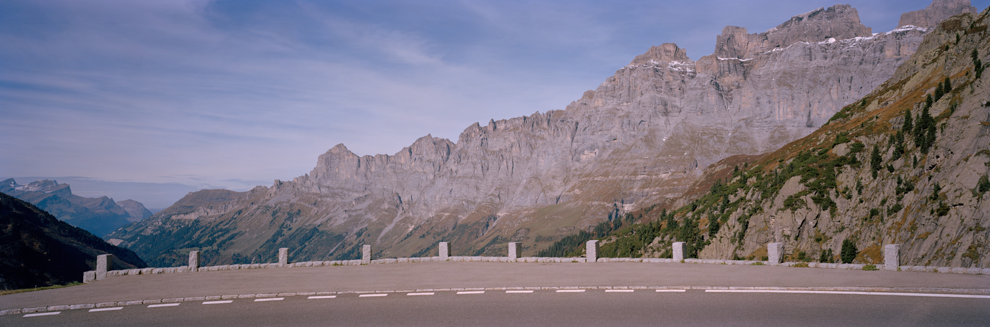 Alpenpässe, Alpen, Schweiz, Italien, Österreich, Deutschland, Natur, Landschaften, Pässe, Straßen, Steine, Berge, Wiesen, Grün, Gras, Bergluft, Blau, Himmel, Gadmerflue