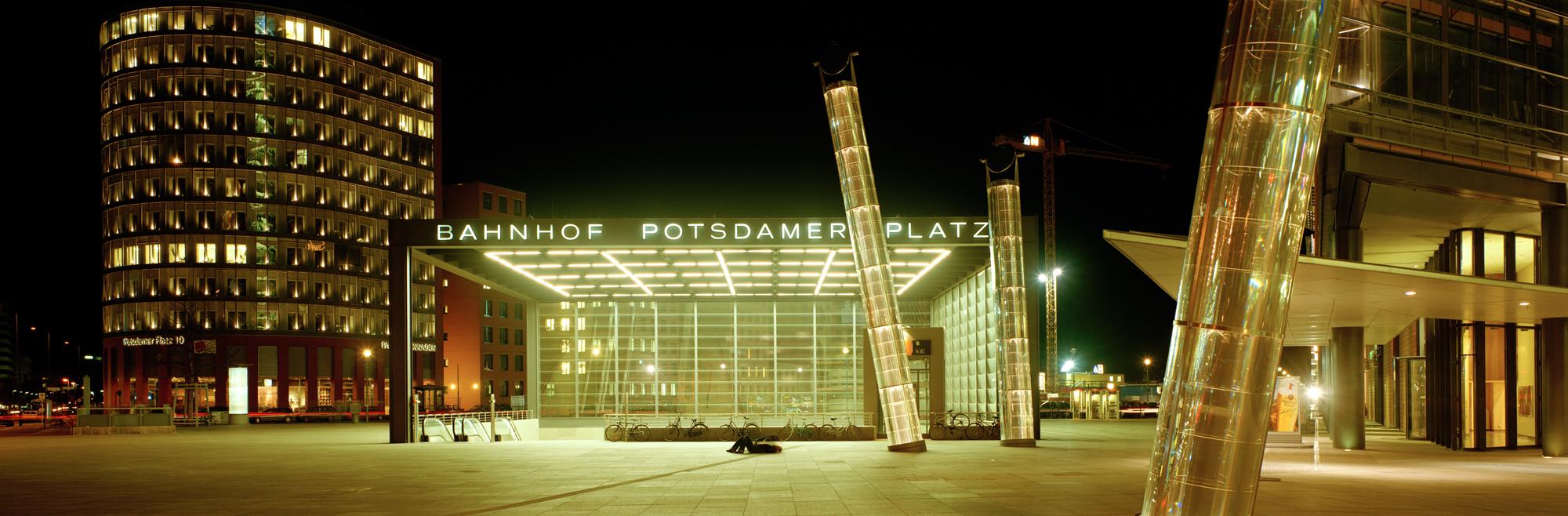 large format photography, Grossformatfotografie, Grossformatphotographie, Fotografie, Photographie, photography, 6x17, Berlin, Hauptstadt, capitol, city, Stadt, Architektur, architecture, Beton, Stahl, concrete, steel, Potsdamer Platz, U-Bahn, Metro, Nacht, Night, Lichter, Lights