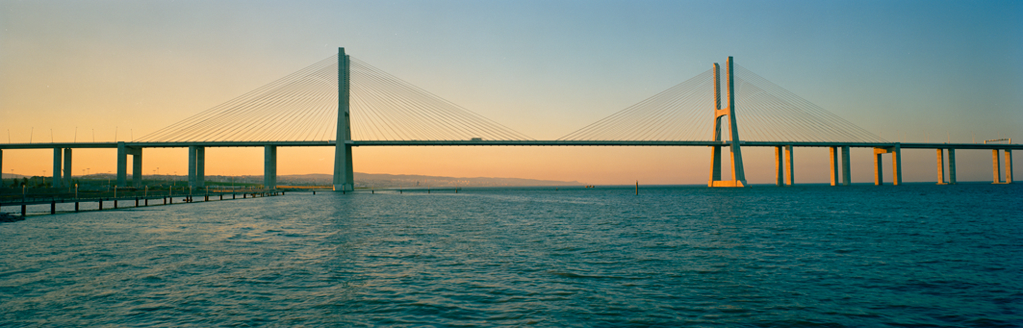 large format photography, Grossformatfotografie, Grossformatphotographie, Fotografie, Photographie, photography, 6x17, city, Stadt, Architektur, architecture, Beton, Stahl, concrete, steel, Brücke, bridge, Lissabon, Lisboa
