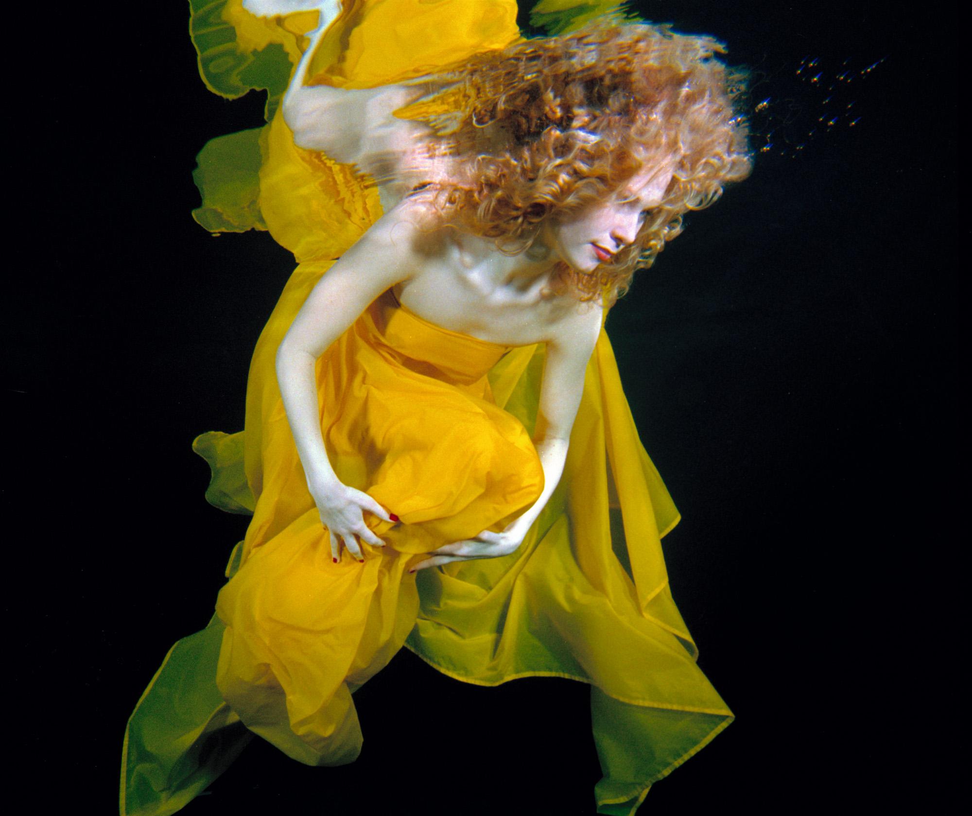 large format photography, Grossformatfotografie, Grossformatphotographie, Fotografie, Photographie, photography, 6x17, unter Wasser, Unterwasser, Akt, Halbakt, Seide, Tücher, schwebend, schwerelos, Model, Haut, skin, Spiegelung, reflection,