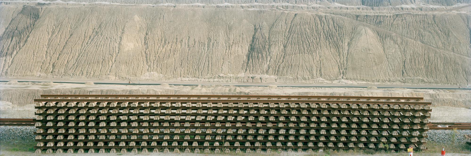 large format photography, Grossformatfotografie, Grossformatphotographie, Fotografie, Photographie, photography, 6x17, Tagebau, Braunkohle, Braunkohleabbau, Umwelt, Natur, braun, Erde, Gestein, Sand,